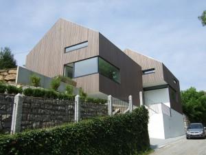 Haus Z in Passau Grubweg mit klaren Formen und Lärchenholzfassade