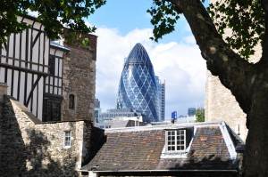 "Büroturm 30 St Mary Axe in London, bekannt als ""The Gherkin"""