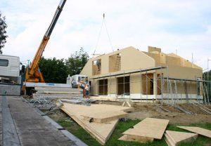 Das halb fertige Haus am zweiten Tag der Bauphase