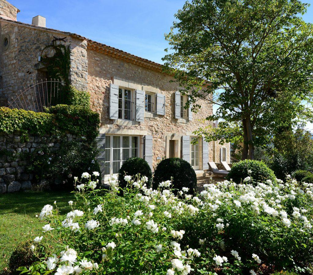 Hotel Coquillade Village in der Provence Außenansicht