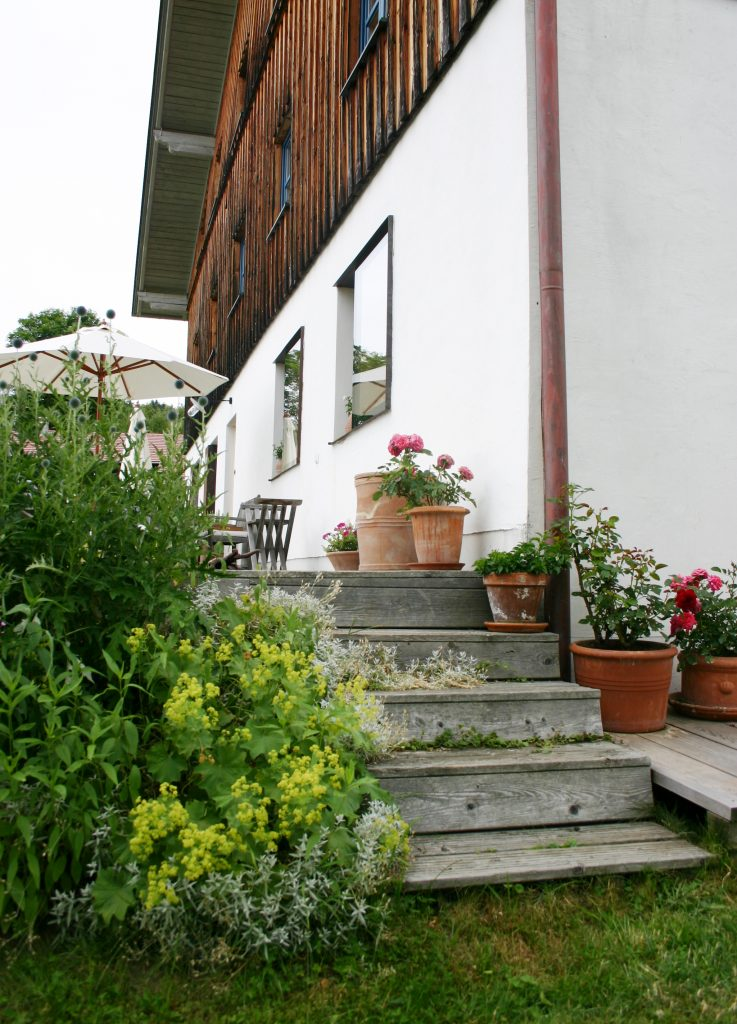 Treppenaufgang zur Terrasse von Haidl-Madl Ferienwohnen