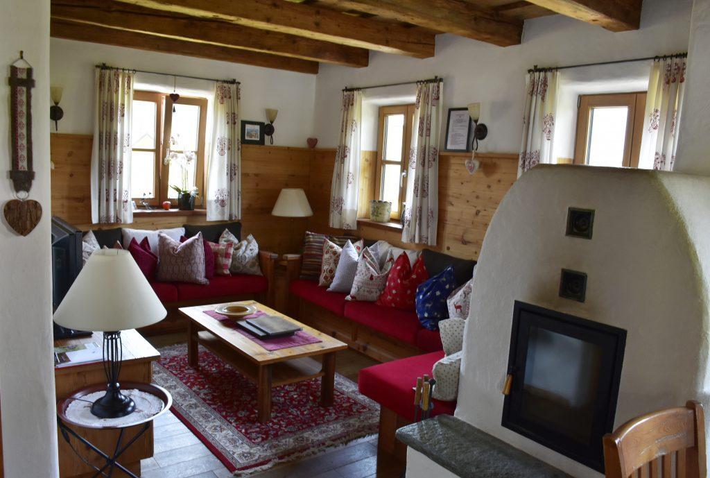 Wohnzimmer in einem der St. Martin Chalets