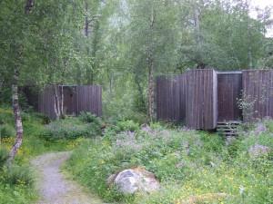 Zwei Häuschen des Hotel Juvet in Norwegen