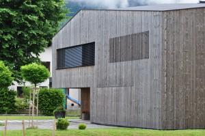Ein modernes Holzhaus in Bezau in Vorarlberg.