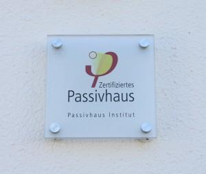 Zertifizierungsschild für Passivhaus Engler