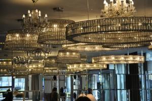 Kronleuchter und Lampen gibt es im Überfluss im Falkensteiner Hotel Wien Margareten